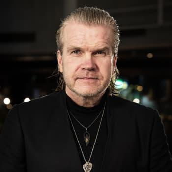 Kivusta yli 20 vuotta kärsinyt Pasi Virtanen hallitsee kipuaan musiikilla ja keskustelemalla Mr. Pain -nimisen hahmon kanssa