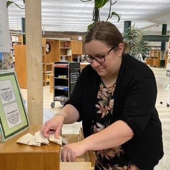Kirjakassiin siemenpussi mukaan - Pietarsaaressa uusi tapa vihreyden edistämiseen