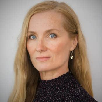 Kirjailija Katja Kallio kirjoittaa rakkaudesta, joka on maanpetos - romaani sai inspiraation Hangon arkeologisesta löydöstä