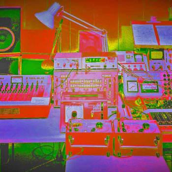 Sähköisiä kuvia kokeilustudiolta