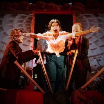 KOM-teatteri 50 vuotta - häiriintyykö porvarin yöuni?