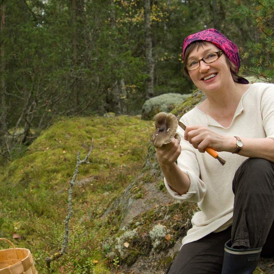 Kuusi kuvaa ruokaprofessori Hely Tuorilan elämästä
