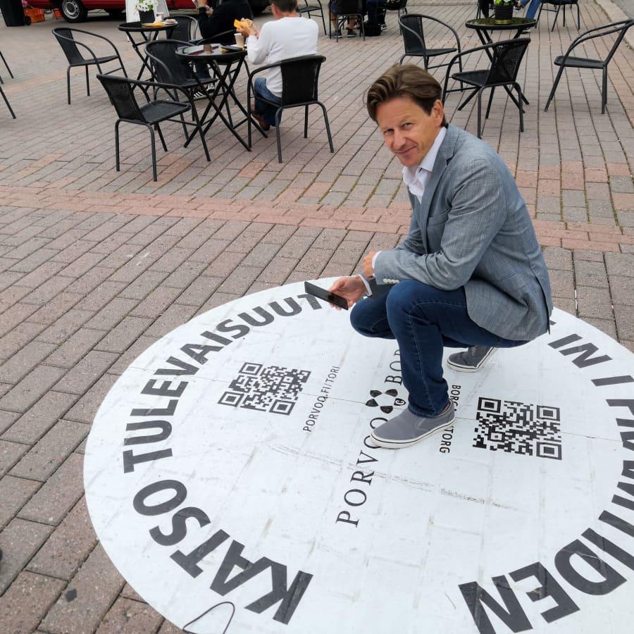 Nu kan du se in i framtiden på Borgå torg - staden satsar på virtuell verklighet