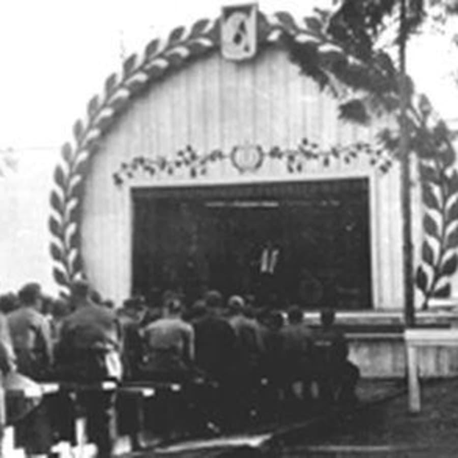 Mikrofoni vierailee tivolissa (1935)