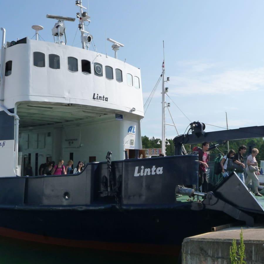 NTM-centralens beslut om förbindelsebåtar får skarp kritik