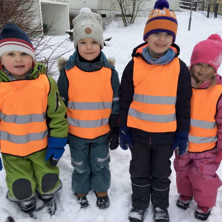 """""""Bästa pulkabackarna finns utomlands. Som i Jakobstad."""" Barnpanelen diskuterar vintervädret"""
