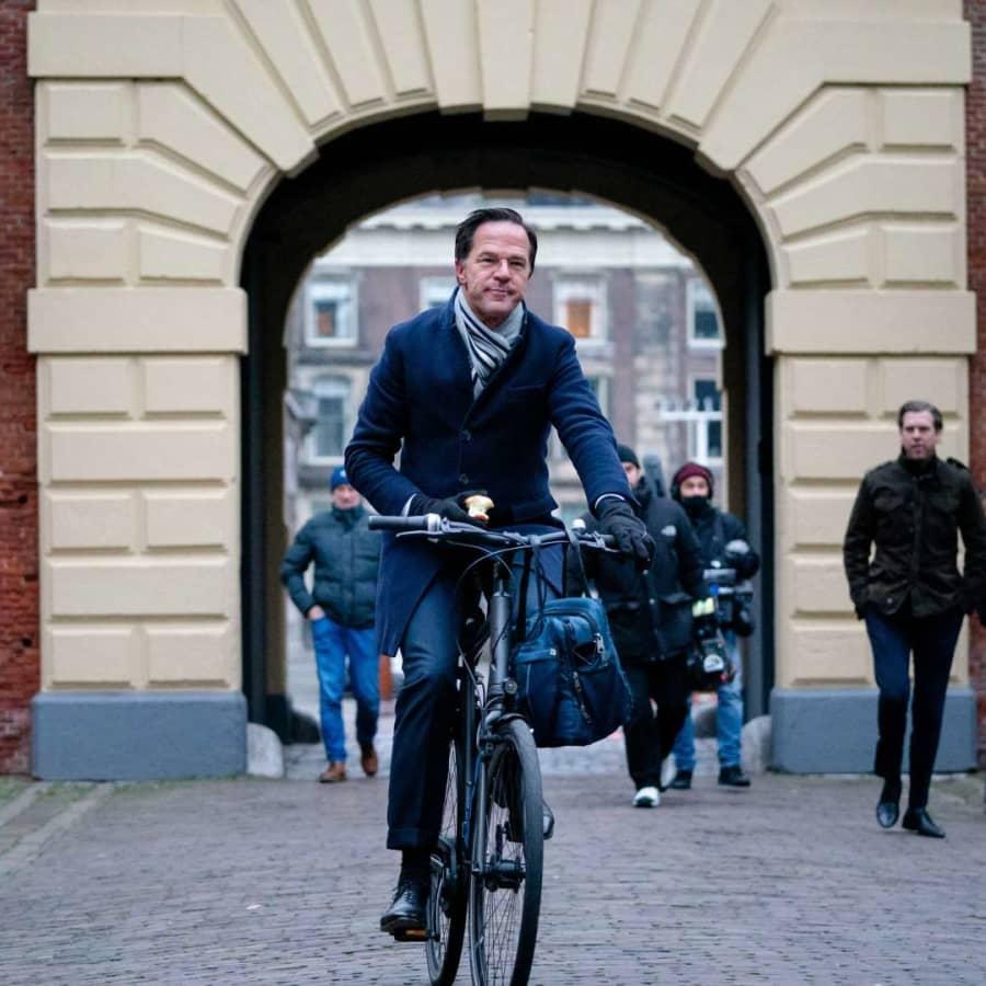 Nederländernas regering avgår