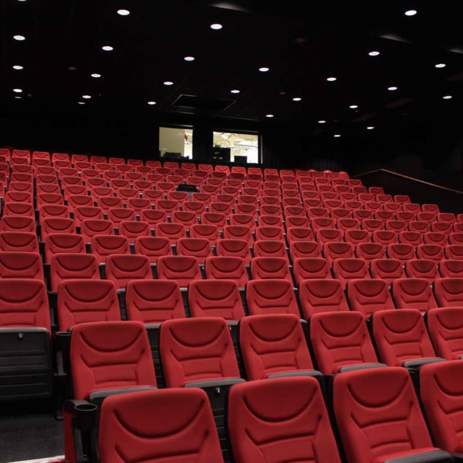 Trängda biografer i Åbotrakten satsar trots coronan