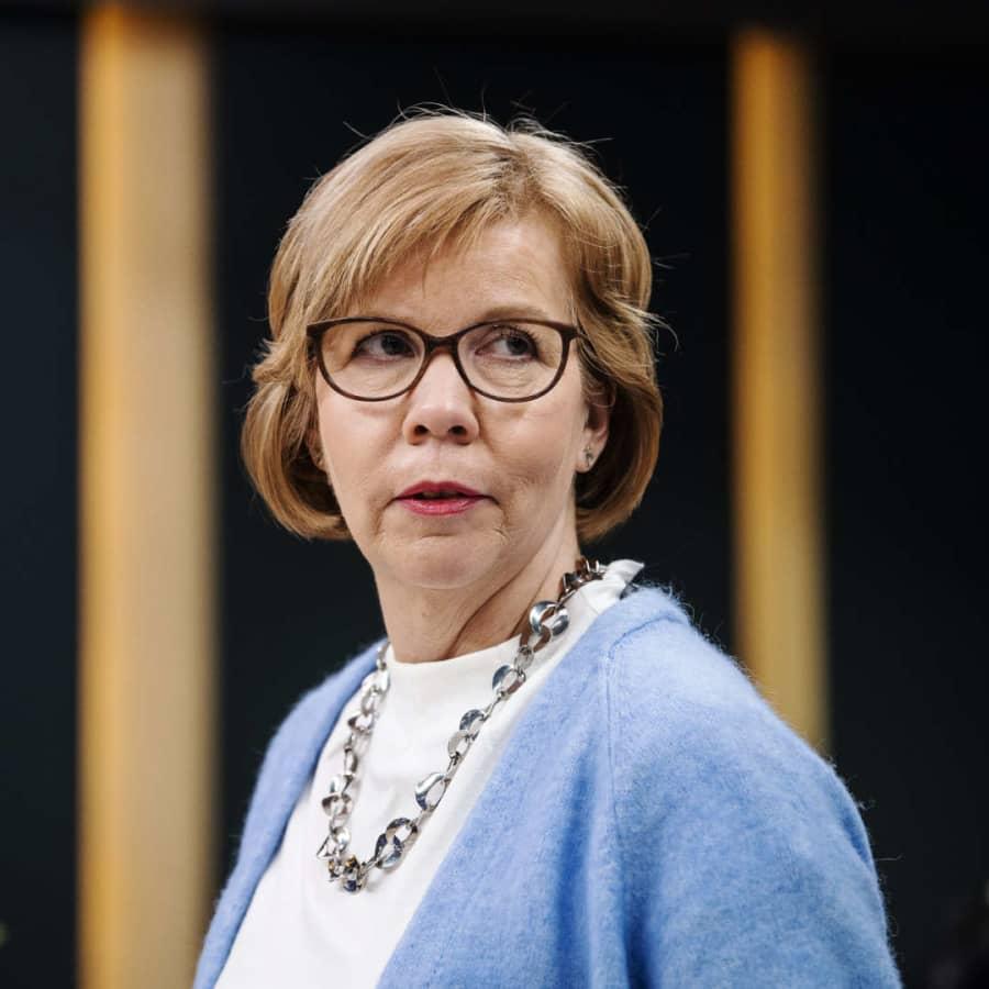 Justitieminister Henriksson utesluter inte utegångsförbud