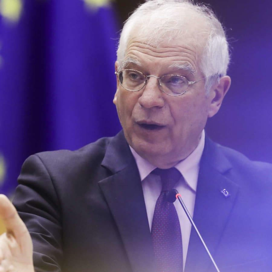 EU:s utrikeschef Josep Borrell varnar för stor mängd ryska trupper på Krim.