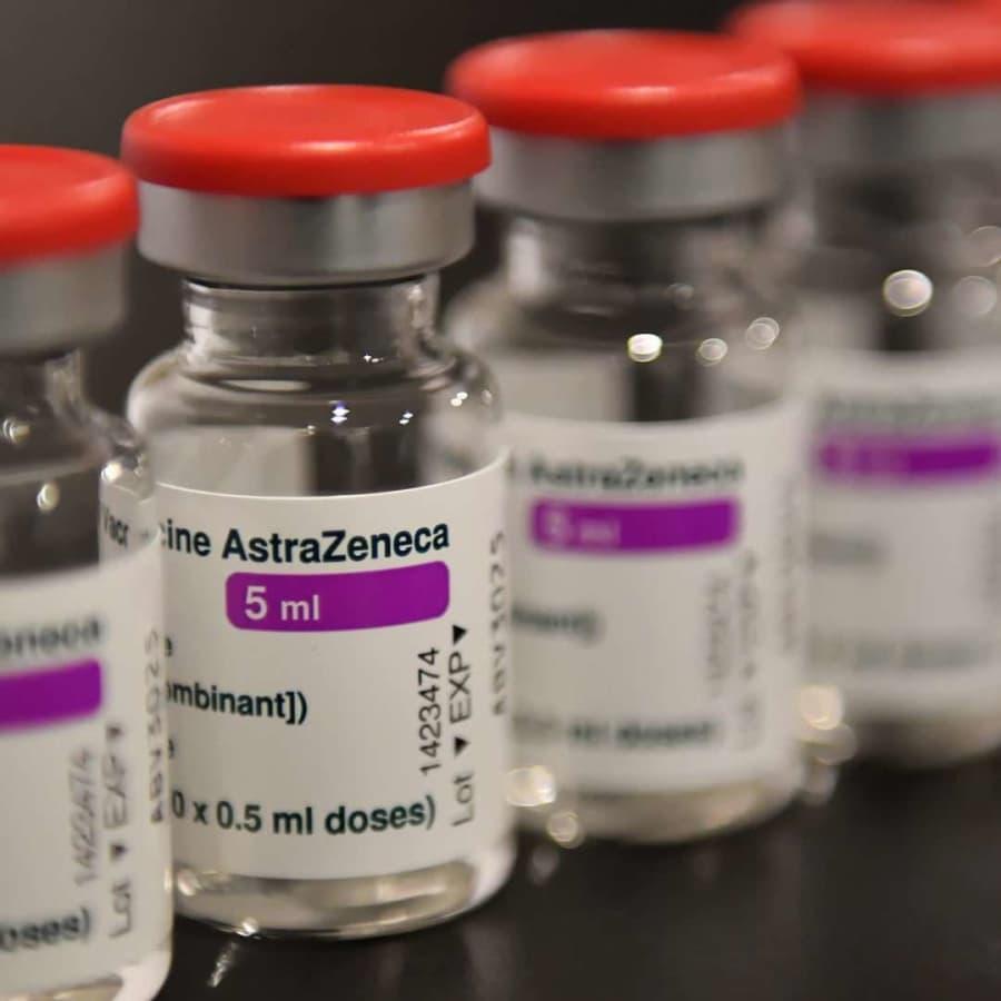 Överflödiga Astra Zeneca-vaccindoser samlas på lager