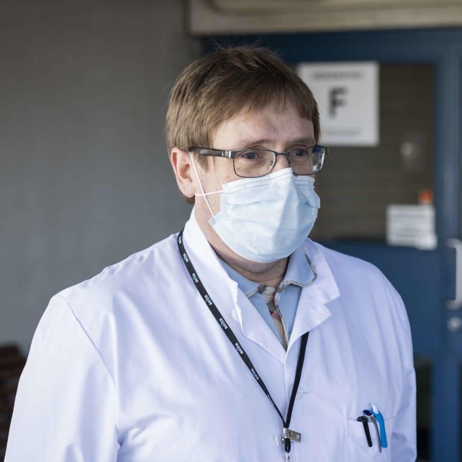 Den snabbt växande smittkedjan i Mellersta Österbotten har nu försatt 250 personer i karantän