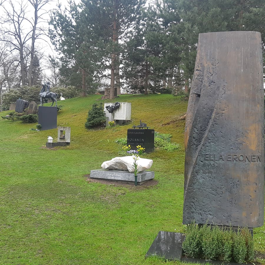 Hietaniemen hautausmaan taiteilijakukkula