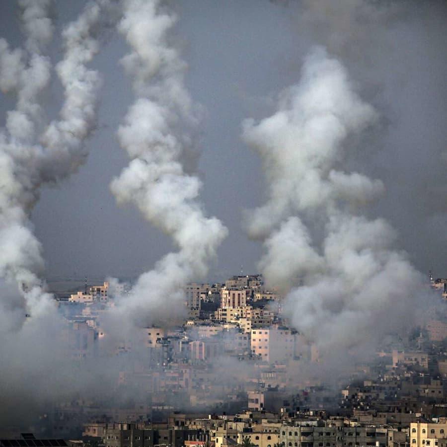Maria Leppäkari bor i Jerusalem och hör granater och skrik då striderna pågår mellan Israel och Hamas
