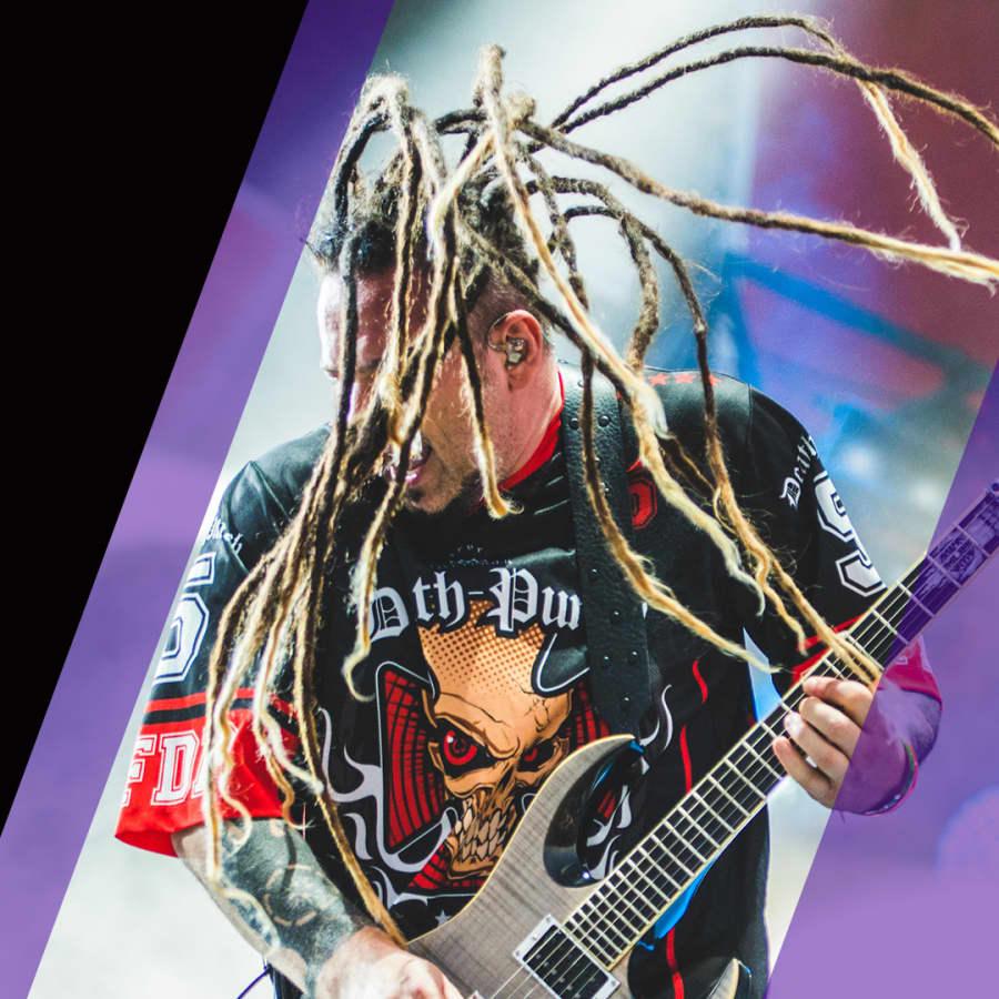 Five Finger Death Punch uppträdde för hönor