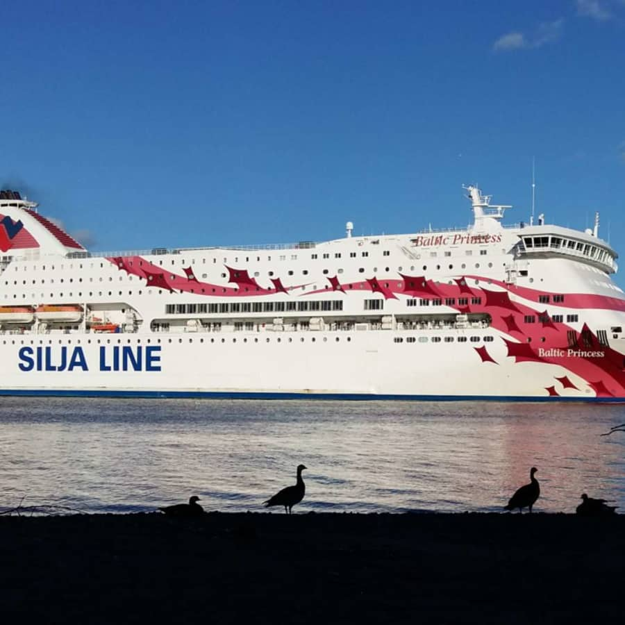 Viking Line och Tallink Silja återupptar trafiken till Stockholm