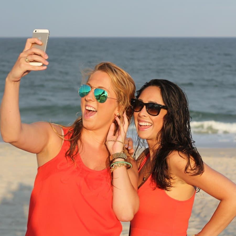 Selfiet – pinnallista narsismia vai arvokasta näkyvyyttä?