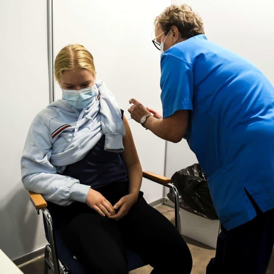 Sverige börjar nu vaccinera barn i åldern 12 till 15 år mot coronaviruset