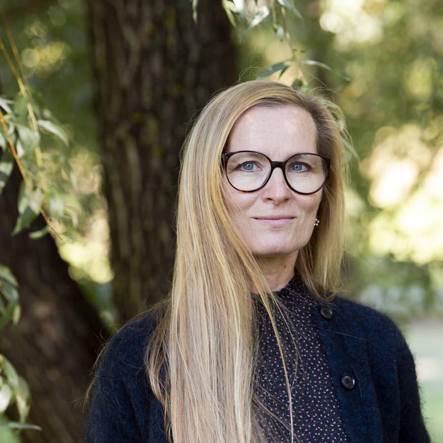 Kirjailija Katja Kallio löytää Hangon historiasta kaunokirjallisen maailman