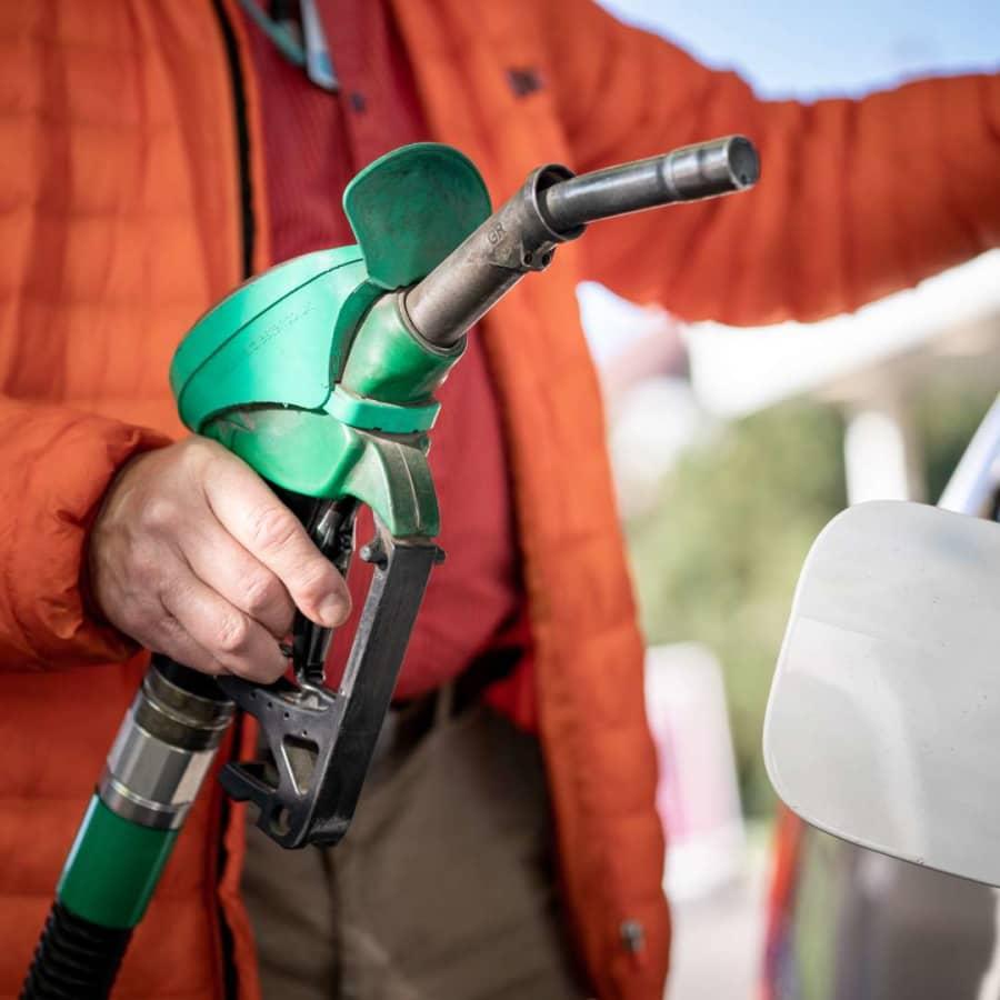 Bensinpriserna är rekordhöga i Finland