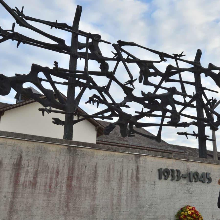 Finländska turister gjorde nazisthälsning i koncentrationslägret i Dachau