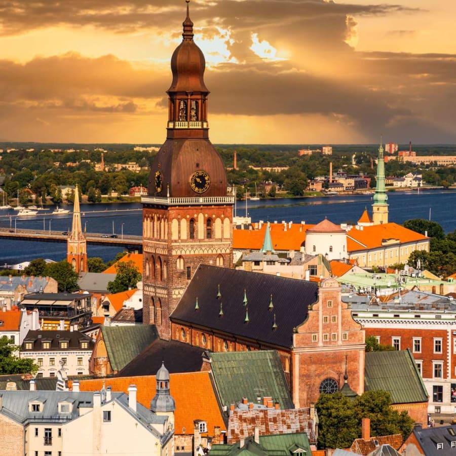 Lettland stänger ner stora delar av samhället igen