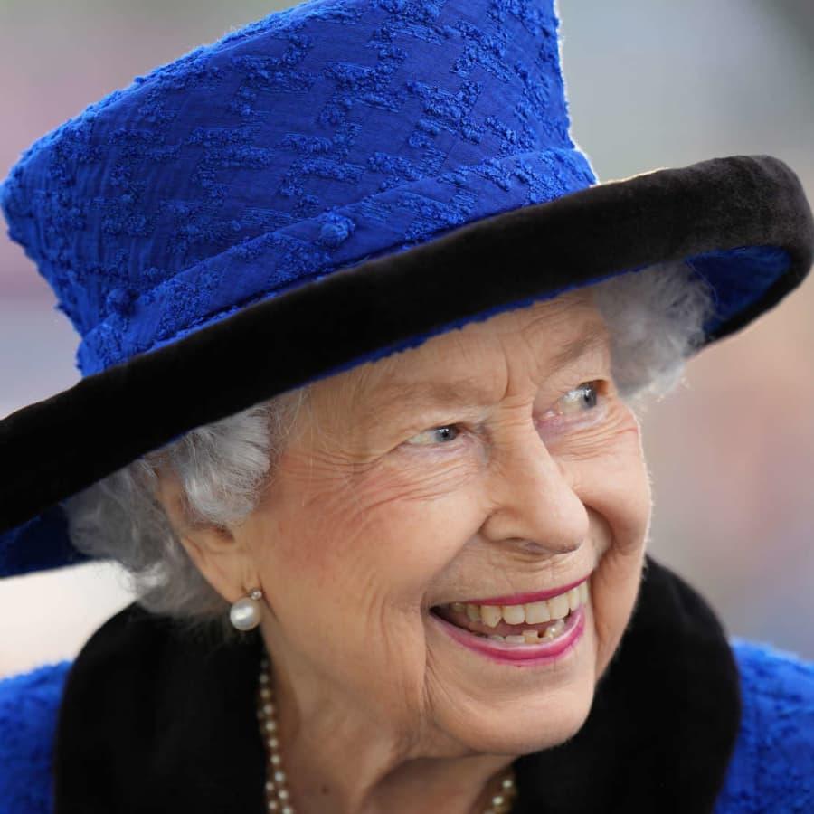 Drottning Elizabeth på sjukhus över natten