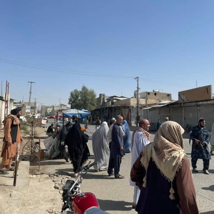 Talibanerna erbjuder nödhjälpsarbete mot mat