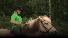 Jakso 4: Ponilla ratsastaminen