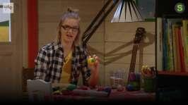 BUU-Lisa: Lisa jonglerar och pysslar jongleringsbollar