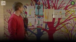 BUU-Staffan: Staffan visar barnens teckningar