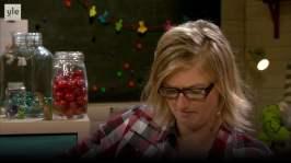 BUU-Lisa: Lisa äter kaka!