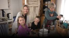 BUU-Malin: Malin, barnen och mormor på picknick