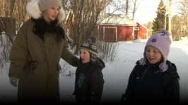 BUU-Malin: Malin, barnen och mormor leker Kom hem alla mina barn