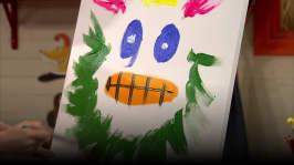 Lisa målar eget kompismonster!