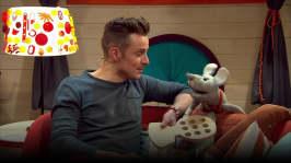 Jontti snickrar ett luffarschack och spelar med Plåstret