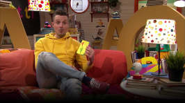 Jontti läser sin egen bok
