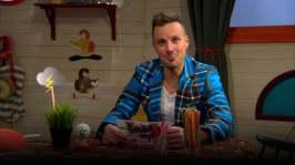 Jontti läser snällnyheter i BUU-klubben