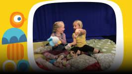 Kaverukset Eevi ja Sofia leikkivät mielikuvitusleikkiä ja pohtivat, mistä sadut oikein syntyvät. Miten voisi keksiä ihan oman sadun? Pikku Kakkosen oma podcastsarja Peetun podi päästää lapset ääneen. Toimittajana Ida-Maria Bergman.