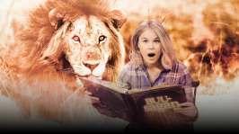 Malin berättar den lustiga sagan, om hur en katt och en bonde lyckas lura en björn, en varg och ett lejon! Nu ska du få höra om Lejonets flykt, av Rafaël Hertzberg.