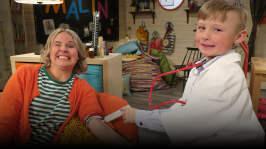 Malte och Malin leker doktor och patient