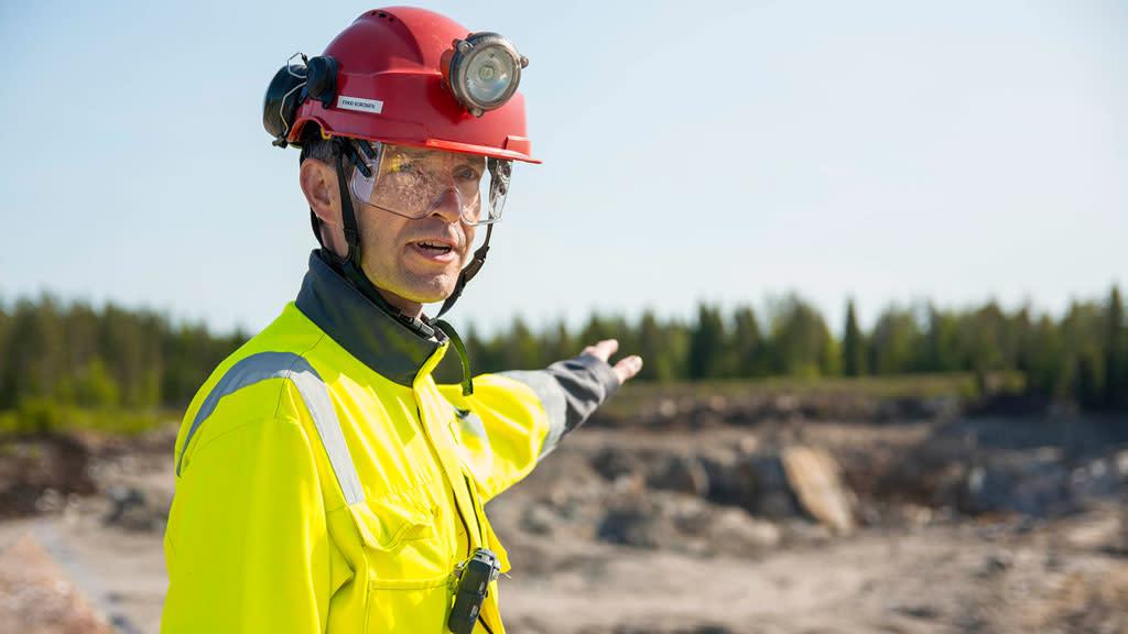 Sotkamo Silver Oy:n toimitusjohtaja Erkki Kuronen kaivoksella.