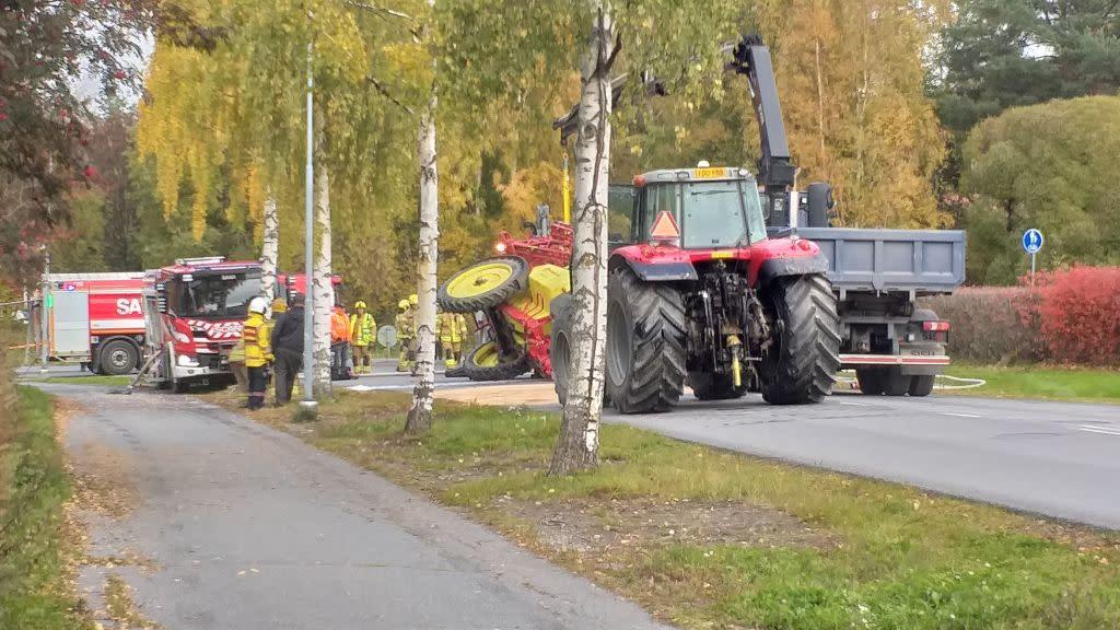 Porin Ruosniemessä traktorin peräkärry kaatui tielle Apollontiellä. Peräkärryssä oli glyfosaattia. Parikymmentä litraa kasvinsuojeluainetta valui tielle.