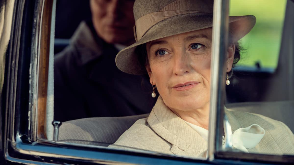 Anneke von der Lippe näyttelee Ragni Østgaardia Atlantic Crossing -sarjassa.