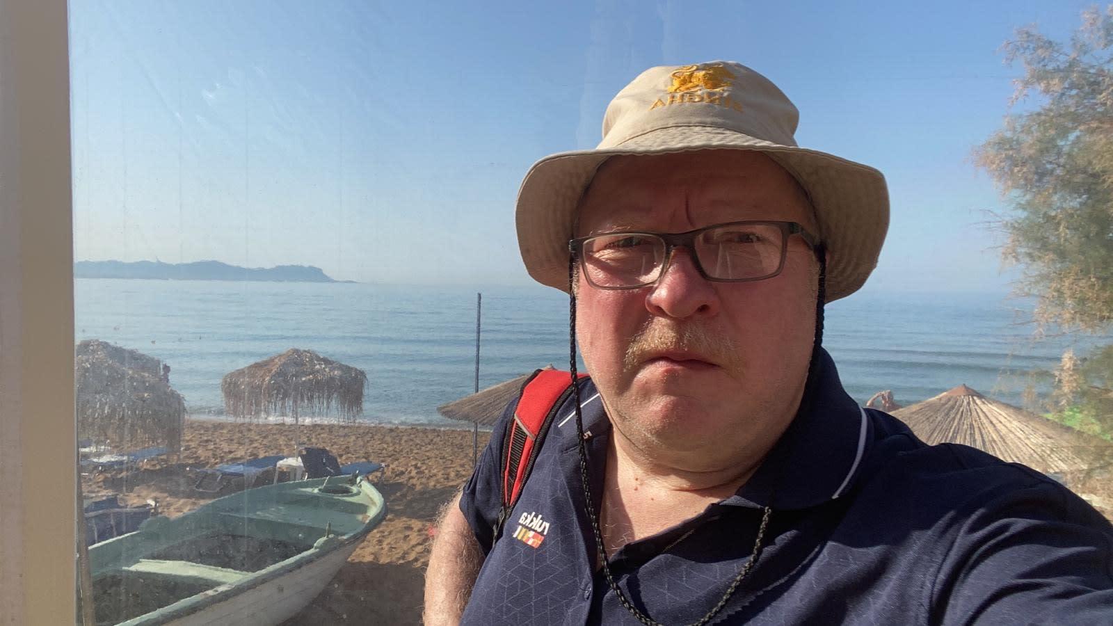 Kreetalla lomaillut Yle Mikkelin toimittaja Petri Vironen kertoo, että heillä ei ole hätää.
