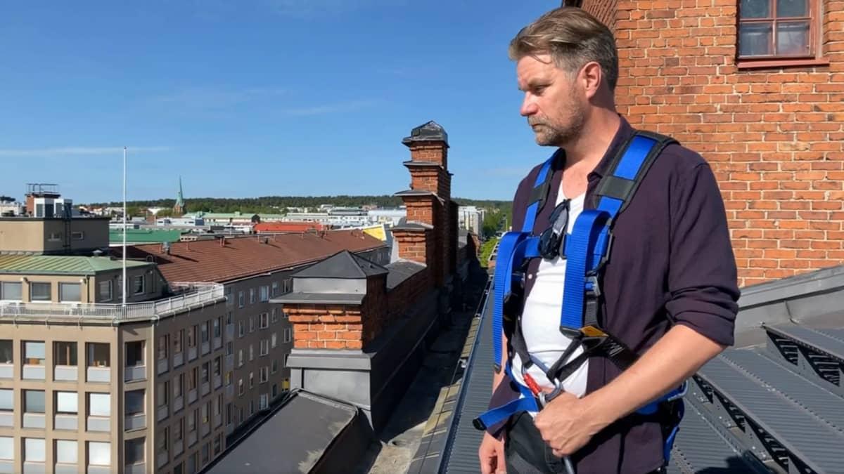 Heikki Närvänen katolla