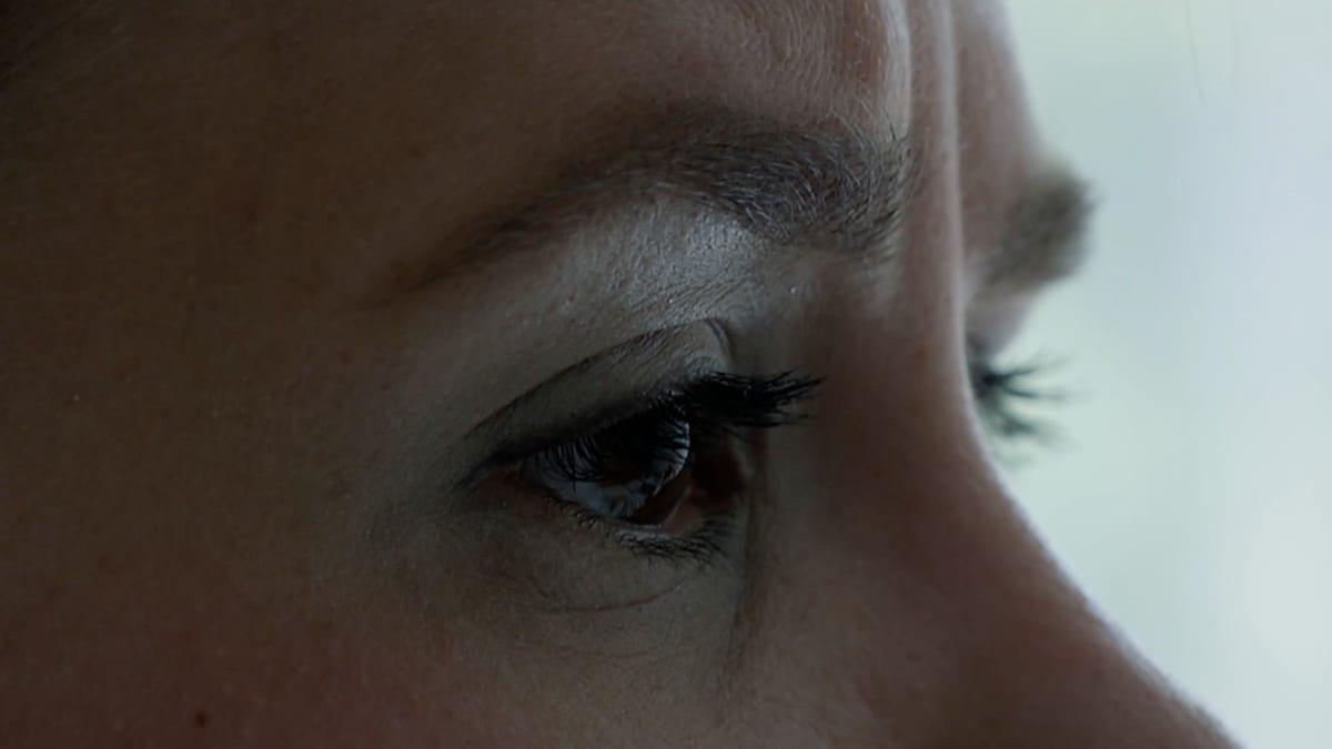Huolestuneen äidin silmät.