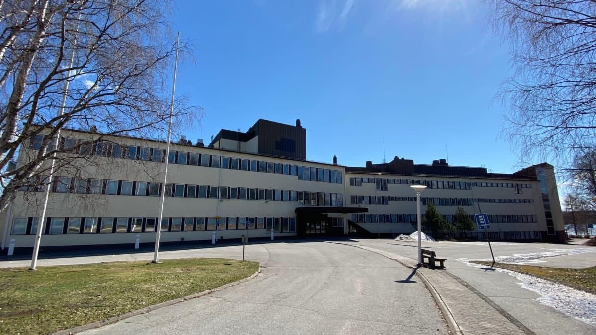 Sairaalakadun entinen terveysasema tyhjillään Rovaniemellä