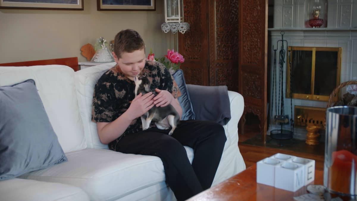 Eric Iljin ja Minni-koira ovat parhaat ystävät.