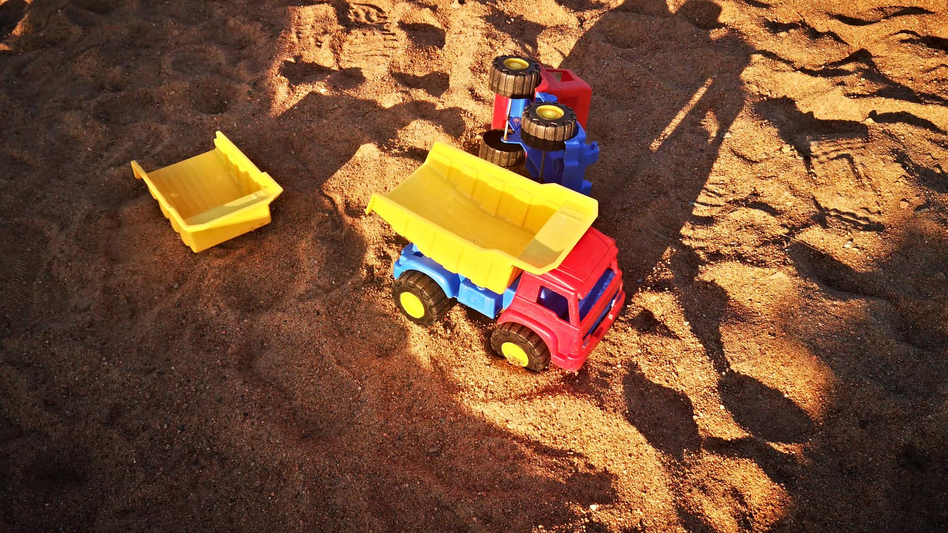 Leluja hiekalla.